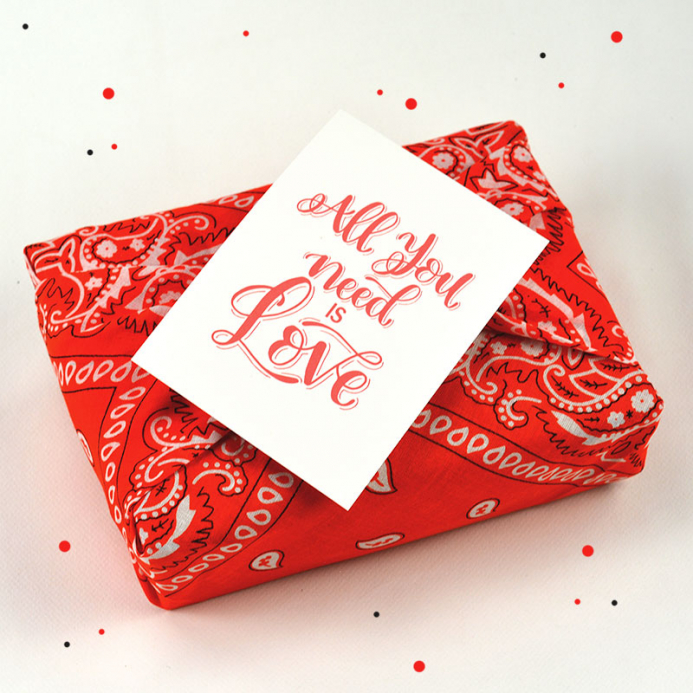 Box Surprise - All you need is love - The PopCase